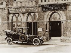 Rolls Royce depot in Bombay. Rare Photos, Vintage Photographs, Vintage Photos, Modern India, Royal Indian, Vintage India, Art Deco Buildings, Historical Monuments, Dream City
