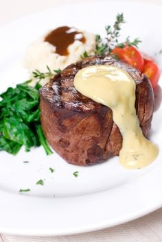 Grilled filet mignon with bernaise sauce hile this recipe will take some time to prepare, it is well worth it. You can prepare the bernaise sauce shortly before the steaks go on the grill. Sauce Recipes, Beef Recipes, Cooking Recipes, Béarnaise Sauce, Sauce For Steak, Masterchef, Mushroom And Onions, Mushrooms, Beef Dishes