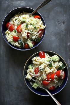 Greek Pasta Salad for lunch! This and 9 Other Quick Take-to-Work Lunch Ideas - mom. Lunch Recipes, Salad Recipes, Cooking Recipes, Healthy Recipes, Recipes Dinner, Greek Salad Pasta, Soup And Salad, Mets, Greek Recipes