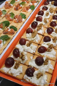 Waffles, Sausage, Dinner Recipes, Food And Drink, Appetizers, Ice Cream, Homemade, Snacks, Drinks