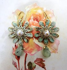Victorian Cameo® shabby daisy earrings with freshwater pearls and nephrite