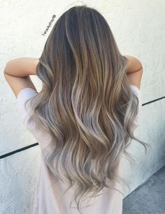 35 Balayage Hair Color Ideas for Brunettes in The French hair coloring technique: Balayage. These 35 balayage hair color ideas for brunettes in 2019 allow to achieve a more natural and modern eff. Balayage Hair Grey, Grey Ombre Hair, Balayage Highlights, Caramel Balayage, Ombre Hair Brunette, Short Balayage, Hair Color Techniques, Ombré Hair, Dark Hair