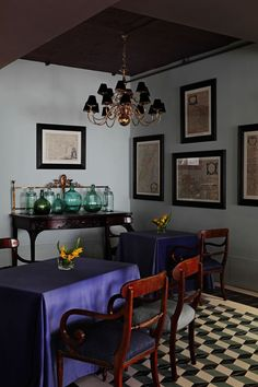 The Best Dining Room Projects by Lorenzo Castillo Lorenzo Castillo is definitely the strongest presence in Spanish design nowadays. Contemporary Dining Room Lighting, Mid Century Modern Lighting, Contemporary Style, Dining Room Walls, Dining Room Design, Modern Cafe, Mid Century Dining, Public Seating, Best Dining
