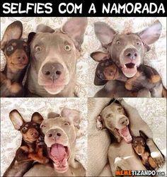 Tirando selfies com a namorada