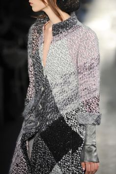 http://myfeelings8.tumblr.com/post/66225344361/notordinaryfashion-chanel-haute-couture-fall