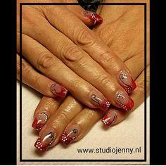 Rode glitter acryl, met zwart/wit design - Door Studio Jenny
