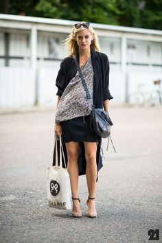 See stylish street style pictures from Denmark's capital city. Danish Street Style, Stylish Street Style, Model Street Style, Street Chic, Street Style Women, Street Fashion, Street Snap, Copenhagen Street Style, Wordpress