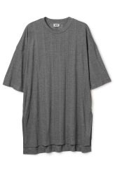 <p>The Eli Tee Dress is made of lightweight jersey with a finely ribbed texture and has awide and loose silhouette. It has a simple round neck, slantedshoulders and a longer back hem with slits at the sides.</p><p>- Size Small measures 112 cm in chest circumference and85 cm in front length. The sleeve length is 26 cm.</p>