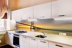 New York in der Küche unter Küchenschränken.