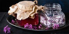 Milujete vůni šeříku? Vyrobte si domácí šeříkový sirup Pickles, Acai Bowl, Panna Cotta, Mason Jars, Canning, Breakfast, Ethnic Recipes, Health, Food
