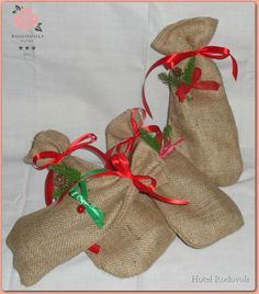 Γιορτινά Χριστουγεννιάτικα Πουγκιά. (***Hotel Rodovoli) Christmas Stockings, Burlap, Reusable Tote Bags, Holiday Decor, Shop, Gifts, Presents, Hessian Fabric, Gifs