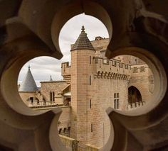 Olite, Javier, Olcoz, Marcilla, Artajona, Irurita, Amaiur, Pamplona... tantos castillos para visitar en la Ruta de los Castillos y Fortalezas de #Navarra... (Foto: @inrlat / Instagram)
