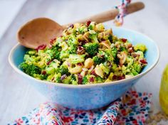 Brokkoli-Cranberry-Salat mit Currydressing