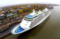 Trois-Rivières - Tel que prévu, le Silver Whisper s'est amarré au port de Trois-Rivières avec ses 382 passagers et 302 membres d'équipage ce mercredi 15 octobre.  #Silversea #silverwhisper #cruises