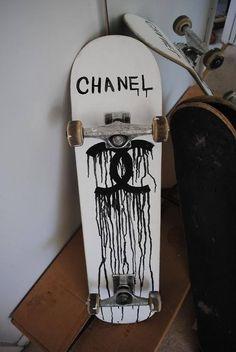 thats my girlfriends skateboard