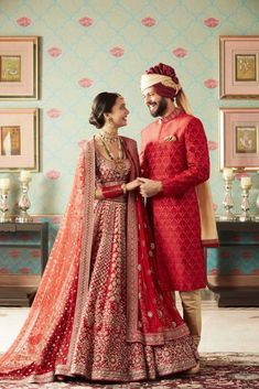 Find the breathtaking bridal wear collections by the most amazing Anita Dongre, Rahul Mishra and Tarun Tahiliani. Get latest bridal dress collection by most famous designers. Latest Bridal Dresses, Indian Bridal Outfits, Indian Bridal Lehenga, Indian Dresses, Indian Clothes, Dresses Uk, Fashion Dresses, Tarun Tahiliani, Couple Wedding Dress