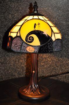 Disney Pixar Fanatics: Nightmare Before Christmas Tiffany Lampe - DIY Dekor Style Nightmare Before Christmas Lamp, Jack The Pumpkin King, Stained Glass Lamps, Disney Home, Gothic House, Disney Pixar, My New Room, Jack Skellington, Home Decor