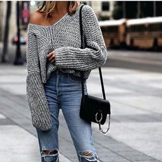Off the shoulder chunky grey jumper and mom jeans | winter fashion | streetstyle