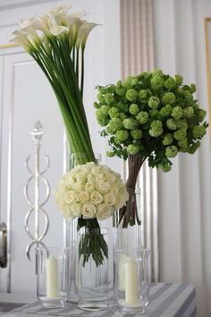 Trio of bouquets Roses Guelder rose Calla Lily Vertical arrangement Tall Flower Arrangements, Flower Centerpieces, Flower Vases, Flower Decorations, Hotel Flowers, Corporate Flowers, Deco Floral, Ikebana, Calla Lily