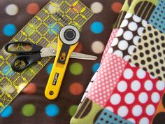How to make a No Sew Fleece Tie Blanket - Robyn's View