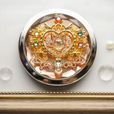 魔法のコンパクト | ハンドメイドマーケット minne Sailor Moon, Anime Weapons, Modern Farmhouse Exterior, Resin Crafts, Story Inspiration, Magical Girl, Purple Gold, Jewelery, Crystals