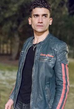 Jaime Lorente Lopez plays Nano on Elite.