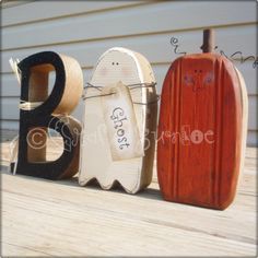 Wood Boo Letters~ Love the Ghost and Pumpkin but the B could have a bat on a wire like it's flying too.