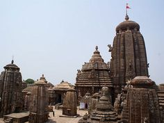 The Lingaraja temple is the largest temple in city Bhubaneswar. It is the most prominent landmark of the Bhubaneswar city & one of the major tourist attractions of the state. Every day thousands of Hindu believers visiting this temple with sole purpose come to worship lord Shiva.
