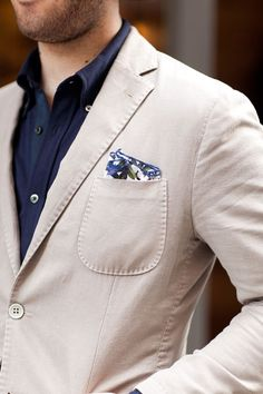 A more subtle approach to floral: The pocket square (via MenStyle1)