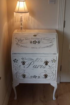 Ideas for upcycled furniture desk bureaus Chalk Paint Projects, Chalk Paint Furniture, Hand Painted Furniture, Repurposed Furniture, Furniture Projects, Furniture Making, Furniture Makeover, Diy Furniture, Desk Makeover