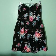 I just discovered this while shopping on Poshmark: Strapless Black dress floral print. Check it out! Price: $5 Size: L