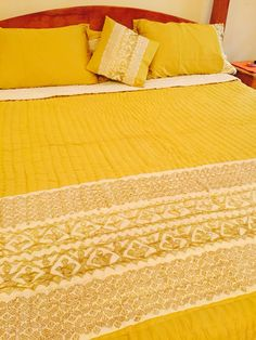 Bedspread in olive cotton satin with gold Rilli and blockprint detailing