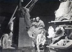 Emil Wikström at his studio in Visavuori 1913
