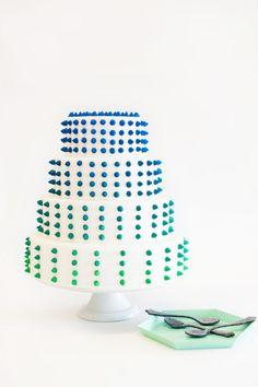 Ombre studded cake. #coloreveryday