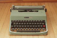 Vintage Olivetti Underwood Lettera 32 Manual Typewriter / Spanish | eBay