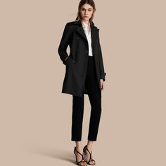 The Kensington – Mid-Length Heritage Trench Coat Black | Burberry