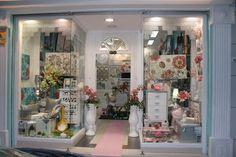 pon un toque de color rosa en tu decoracion. En www.virginia-esber.es