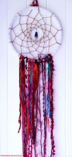 DIY Dream Catcher | The Little Sage. I am obsessed with dream catchers latelY,