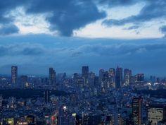 六本木ヒルズ展望台 東京シティビュー/@tokyo_cityview2016/04/07(木) 19:09:29 via Twitter Web Client 本日の夜景は不穏な雲が流れる新宿方面です。 https://twitter.com/tokyo_cityview/status/718017845267828736/photo/1