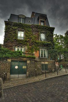 Paris Montmartre Rue des Saules