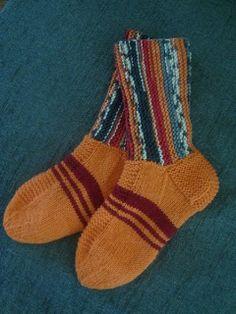 Novitan syksy 2013 lankoihin tuli Nalle Taika-langat. Kokeeksi sitten ostin yhden kerän.Vahinko vaan, että sukille alkaa tulemaan liian kor...