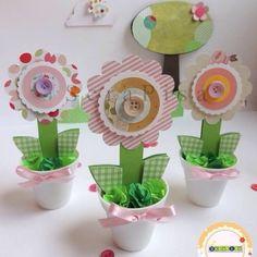 """ScrapISA on Instagram: """"Hoje o tema é Jardim Secreto, fazendo mini vasinhos, para decoração de uma linda festinha."""" Party Centerpieces, Party Favors, Kids Crafts, Mini Vasos, Cactus Craft, Butterfly Party, Popsicle Stick Crafts, Art Party, Deco Table"""