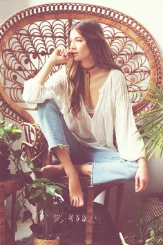 If you are looking for a boho-chic queen style garments, then you might like to wear peasant top. That's a boho-chic must-have what really makes you look Boho Gypsy, Gypsy Style, Bohemian Style, Boho Chic, Bohemian Fashion, Modern Hippie Style, Modern Hippie Fashion, Fashion Vintage, Modern Bohemian