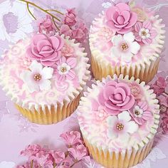 Beautiful floral cupcakes, someday I will make these.