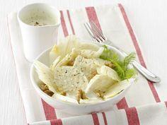 L'insalata di finocchi con salsa di noci è un contorno fresco facile e veloce da fare, apporta pochissime calorie (solo 130 per porzione). Leggi la ricetta.