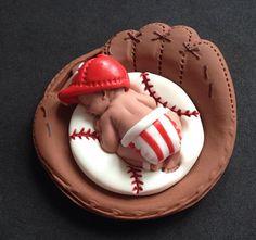 Fondant baby boy 3D Cincinnati Reds team cake por evynisscaketopper