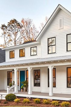 Dreaming about painting your house white, like those amazing modern farmhouse homes popping up all over the neighborhood? I've rounded up the best white paint colors for exteriors, to help you get one step closer to your dream house! White Farmhouse Exterior, White Exterior Paint, White Exterior Houses, Colonial Exterior, Exterior Paint Colors For House, Paint Colors For Home, Farmhouse Homes, Exterior Design, Outside House Paint Colors