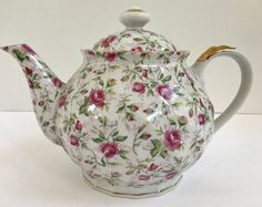 This Nature Land Candles offering is for a vintage Lefton Chintz Rose pattern Hand Painted Teapot. This stunning teapot came from an estate sale and is in excel China Teapot, Vintage Dinnerware, Old And New, Tea Pots, Hand Painted, Rose, Tableware, Tea Time, Pattern