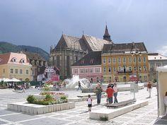 Piața Sfatului - in Brasov Romania Wonderful Places, Great Places, Beautiful Places, Brasov Romania, Republic Of Macedonia, Visit Romania, Famous Castles, The Beautiful Country, Mountain Resort