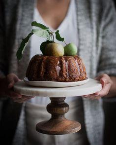 Cardamom Spiced Whole Wheat Apple Cake Honey Caramel - The Kitchen McCabe (Muffin Pomme Caramel) Slow Cooker Desserts, Baking Recipes, Cake Recipes, Dessert Recipes, Honey Caramel, Caramel Apple, Let Them Eat Cake, Just Desserts, Cupcake Cakes